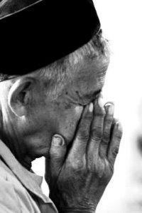 Orang Tua Semangat Beribadah, dimanakah posisi kita?