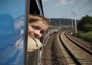 Artikel: Kisah Di Balik Jendela Kereta